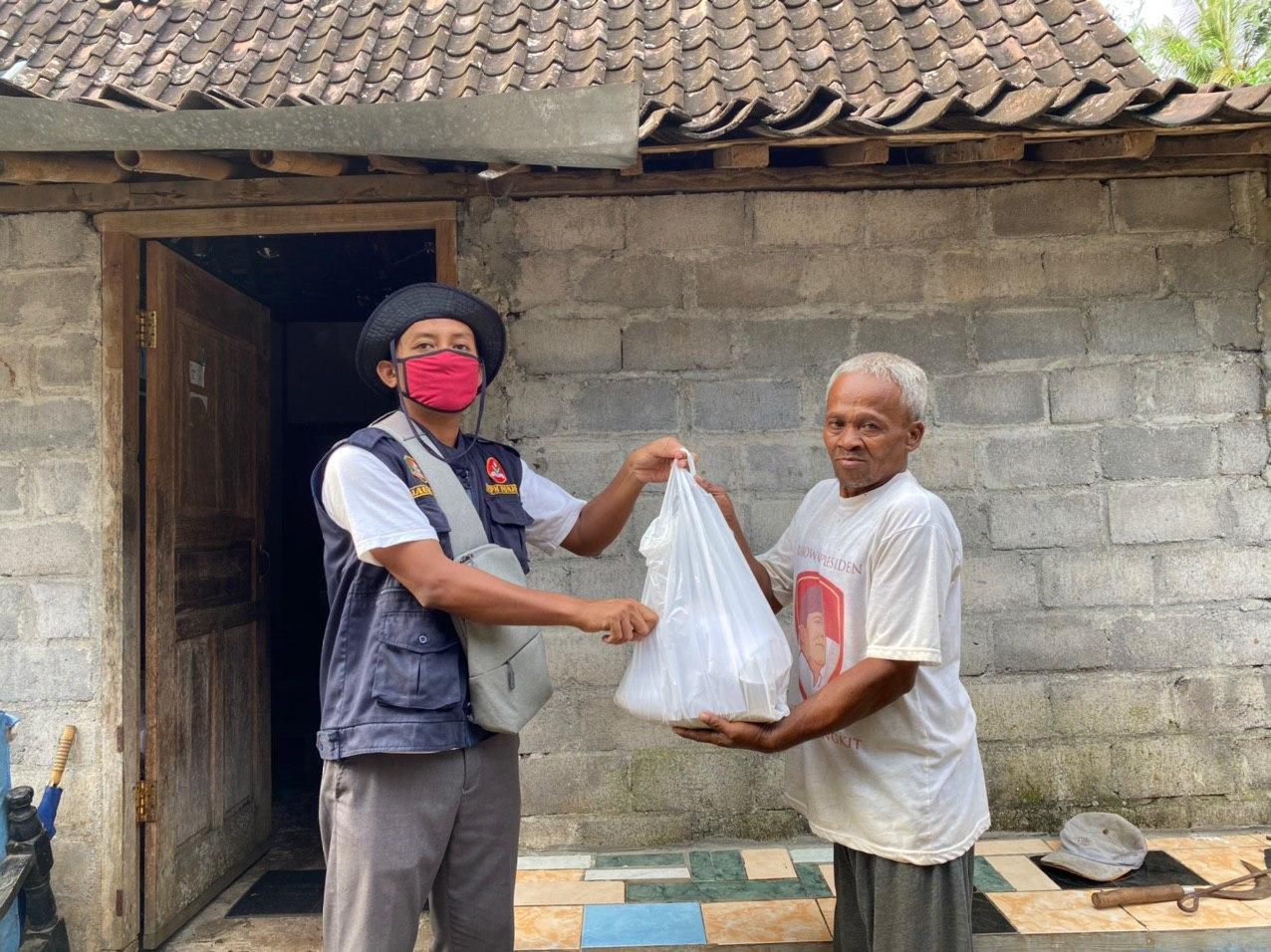 MCCC Cabang Ponjong Berbagi Paket Sembako Dampak COVID 19 di Desa Ponjong